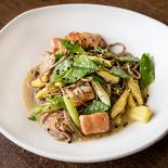 Ресторан Кухня Полли - фотография 2 - Паста с копченой неркой и овощами в устричном соусе