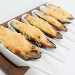 Ресторан Робинзон - фотография 6 - Мидии под сыром Пармезан