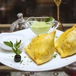 Ресторан Лаор - фотография 6 - Овощные самосы (традиционное индийское блюдо)