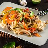 Ресторан NVB - фотография 3 - Фо Сао - рисовая лапша с нежной говядиной и овощами. Мы сами делаем рисовую лапшу по традиционной технологии.