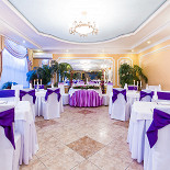 Ресторан Оазис - фотография 4 - Классический зал с фиолетовым накрытием
