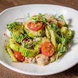 Ресторан Кухня Полли - фотография 4 - Теплый салат с каракатицей, цукини и спаржей