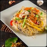Ресторан NVB - фотография 2 - Прозрачная вермишель с овощами и морскими продуктами Миен Сао
