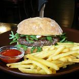 Ресторан Duckstar's - фотография 2 - Бургер с чиабатой