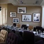 Ресторан Tribune - фотография 2 - основной зал ресторана с камином площадью 400 кв.м на 150 гостей