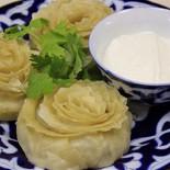 Ресторан Золотой казан - фотография 2 - Манты в розочку