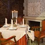 Ресторан Красная мельница - фотография 6 - Уголок в клубном зале