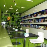 Ресторан Boocafe - фотография 1 - После ремонта зал стал салатовым..