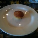 Ресторан То да сё - фотография 1 - Заказанный нами Цитрусовый Маффин за 60р, оказался Мини-кексом из соседней палатки за 5р.