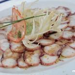 Ресторан More - фотография 1 - Карпаччо из осьминога с пюре из фенхеля