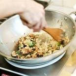Ресторан Воккер - фотография 2 - Открытая кухня. Время приготовления 2-3 минуты.