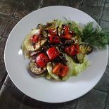 """Ресторан Nota - фотография 2 - Салат """"Эрленберг"""" Теплый салат с овощами-гриль и говяжьим языком."""