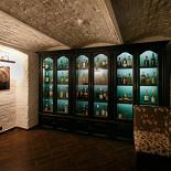 Ресторан Whisky Rooms - фотография 4 - виски-шкаф