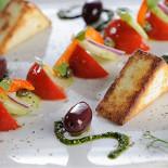 Ресторан Terrine - фотография 2 - Овощи с теплой брынзой и соусом песто