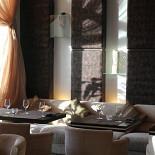 Ресторан Позиция - фотография 2 - Зал для курящих, столик у окна
