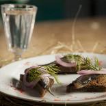Ресторан Лесоруб - фотография 5 - Кильки-гренки 55 р. Водочка 70 р.