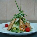 Ресторан Этажерка  - фотография 2 - салат Цезарь.