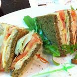 Ресторан Кофетун/Сушитун - фотография 1 - Клаб-сэндвич с курицей 220 р.