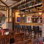 Ресторан Ганс и Марта - фотография 2 - Бар первого этажа, 12 сортов разливного пива!