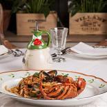 Ресторан Золотой козленок - фотография 6 - Домашние спагетти с омаром и морепродуктами на 2 персоны