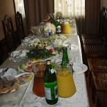 Ресторан У Джона - фотография 1 - банкетный стол, накрытый к приходу гостей