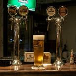 Ресторан Норвич - фотография 2 - Мы рады предложить Вам всегда свежее пиво: английское пиво Newcastle Brown Ale, берлинское пиво Berliner Kindl, чешская Krušovice и нефильтрованное литовское пиво Svyturys.