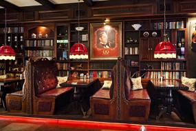 Holmes Pub