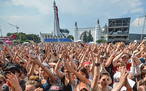 Краткая гастрольная история Москвы от AC/DC в Тушино до Blur в «Коломенском»