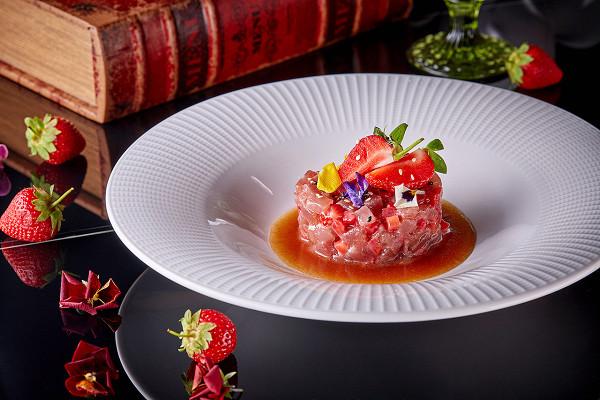 «Бабель»: тартар из тунца с клубникой (1650 р.)