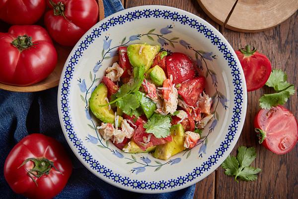 салат с крабом и авокадо (1250 р.)