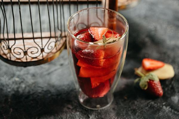 чай с клубникой и имбирем (350 р.)