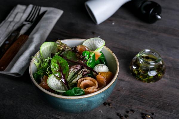 салат с лососем (300 р.)