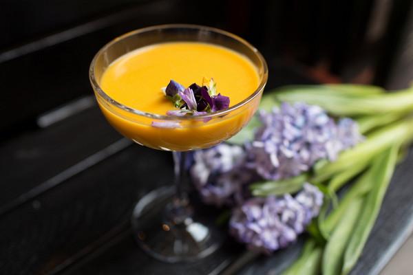 лимонад с персиком, бузиной и сливками (380 р.)