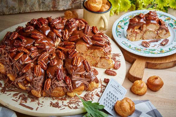 торт из профитролей со сливочно-карамельным кремом (450 р.)