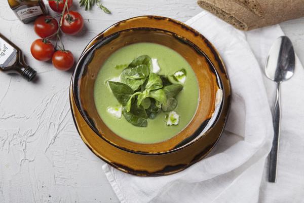 картофельный суп с молодым горошком и домашним сыром (280 р.)