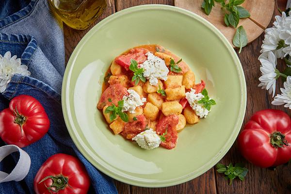 ньокки с копченой рикоттой и томатным соусом (650 р.)