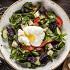 Ресторан Джонджоли - фотография 2 - Салат с Имеретинским сыром и яйцом пашот