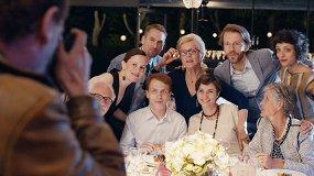 «Праздничный переполох»: Зельвенский о французской комедии про свадьбу