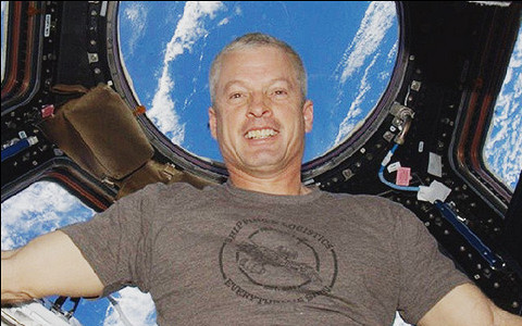 Селфи с МКС, будни Curiosity, латук в невесомости: лучшие инстаграмы про космос