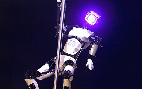 Что умеют новые роботы: механические гитаристы, юмористы и стриптизеры