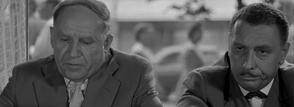 Кино: «Дайте жалобную книгу»