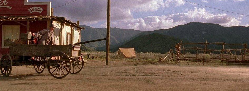 Кино: «Дрожь земли-4: Легенда начинается»