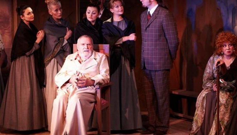 Театр: Фома Фомич созидает всеобщее счастье