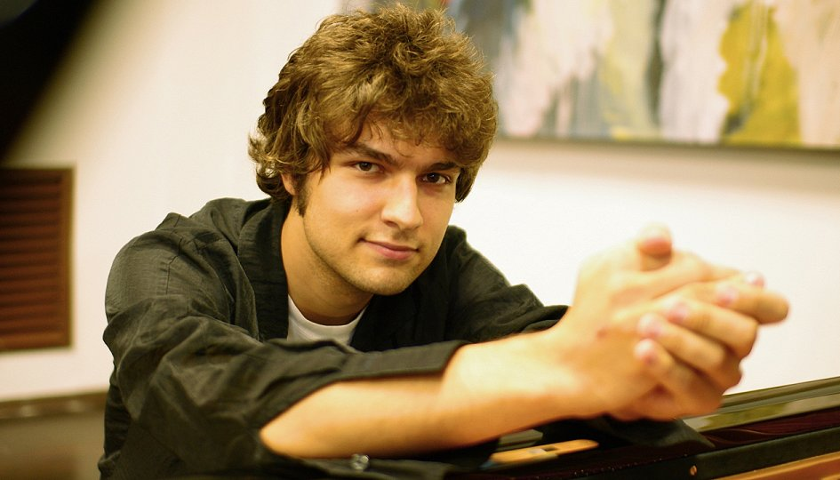Концерты: Лукас Генюшас (фортепиано)