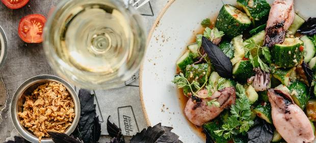 fitcher: Ужин с новозеландскими винами в «Волне», запеченная рулька в Brisket BBQ и другие новости