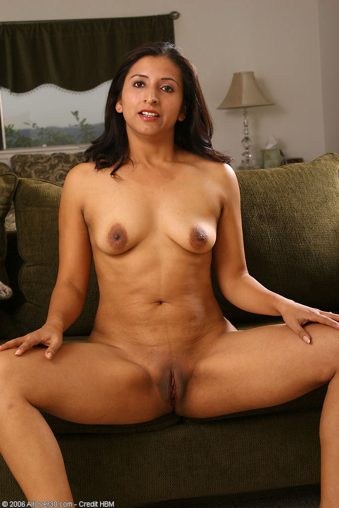 latina Free thumbs mature