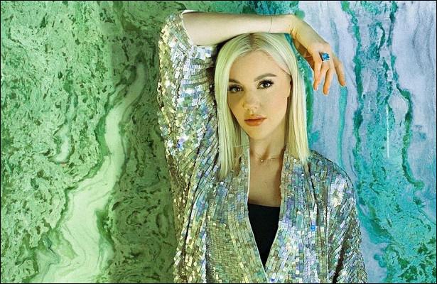 Юлианна Караулова облачилась вплатье-диско-шаривосхитила фанатов: «Богиня красоты»