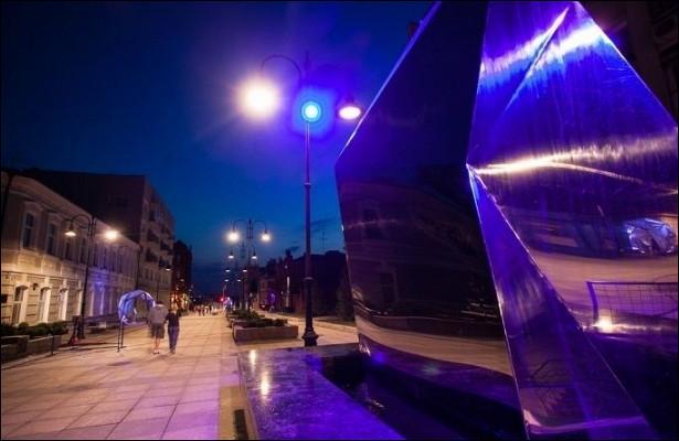 «Этоужесовсем наглость»— омичи вновь засекли иномарку, припаркованную впешеходной зоне наВалиханова
