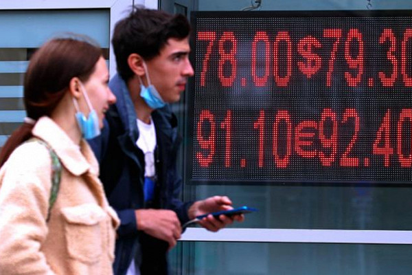 Правительство на 500 млрд рублей увеличило расходы на силовиков и чиновников на фоне пандемии