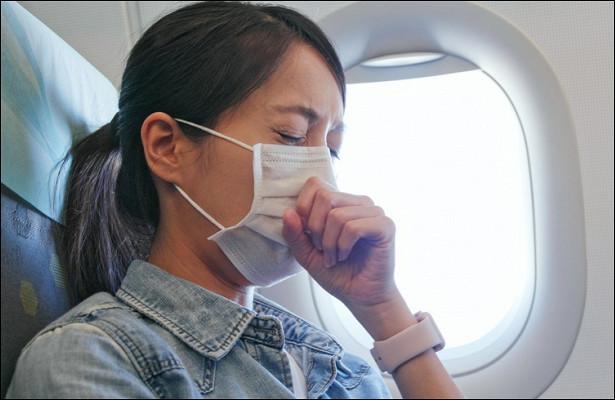 Стюардесса рассказала, какправильно носить маски вполете